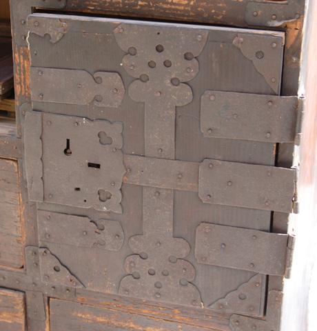 箪笥の顔となる扉